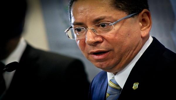 Oposición salvadoreña pide a Fiscalía arresto de expresidente