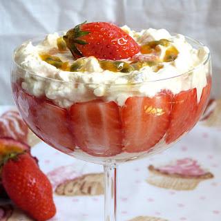 https://danslacuisinedhilary.blogspot.com/2016/05/eton-mess-fraises-fruits-de-la-passion.html