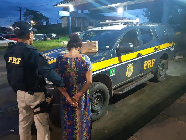 Esposa de detento de Pedrinhas é presa com 4 quilos de droga e um bebê de 11 meses na BR-316 em Santa Inês