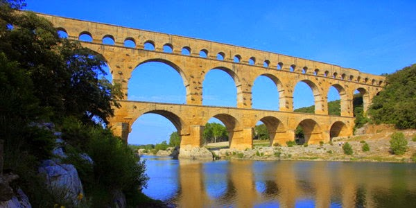4. पोंट ड्यू गार्ड ( Pont du Gard, Gard River, France)
