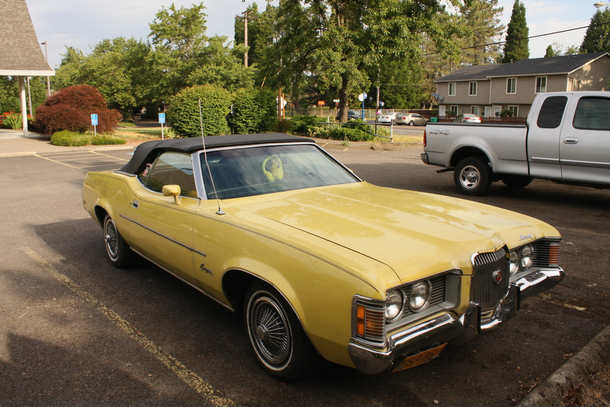 OLD PARKED CARS.: 1971 Mercury Cougar XR7 Convertible
