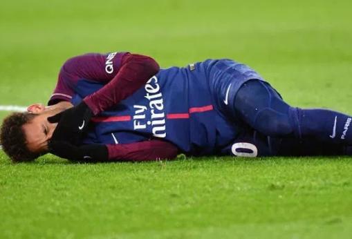 Neymar undergoes successful foot surgery