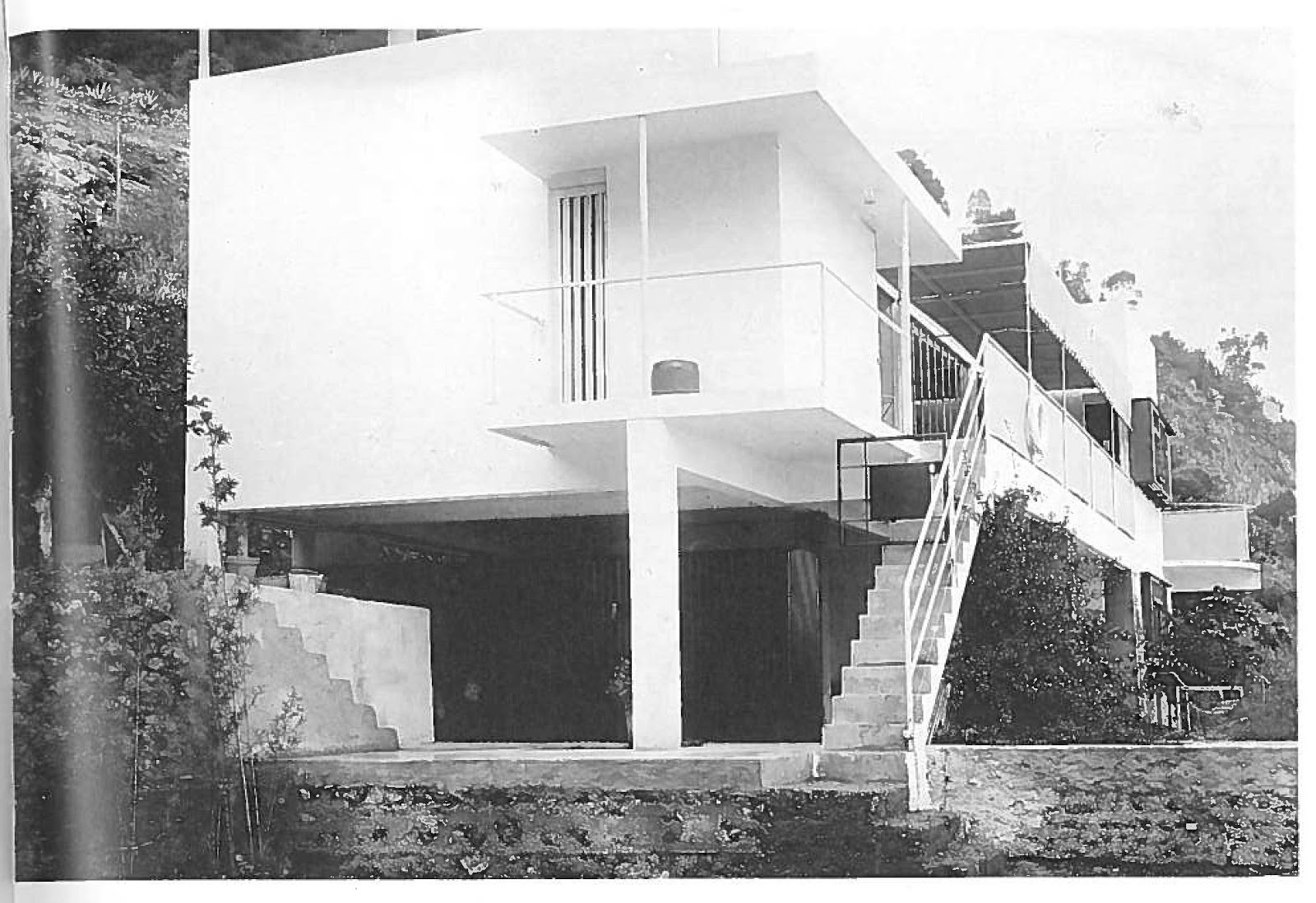Eileen Grey E.1027: Some Images - Eileen Gray Architect | Designer By