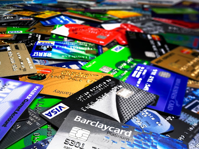 Credit cards 101 what are different types of credit cards moonll standard credit cards colourmoves