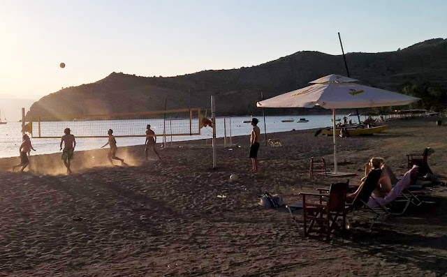 Φτιάξτε την ομάδα σας και δηλώστε συμμετοχή για τουρνουά beach volley στην Καραθώνα (Bigh Fish)
