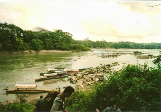 Grenzfluss Mexiko-Guatemala mit Booten