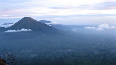 10 urutan gunung tertinggi di indonesia
