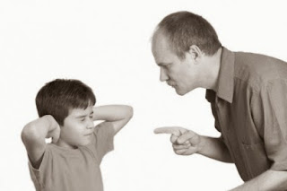 repetir las cosas es síntoma de que el niño no está obedeciendo, seguir repitiendo no cambiará su conducta