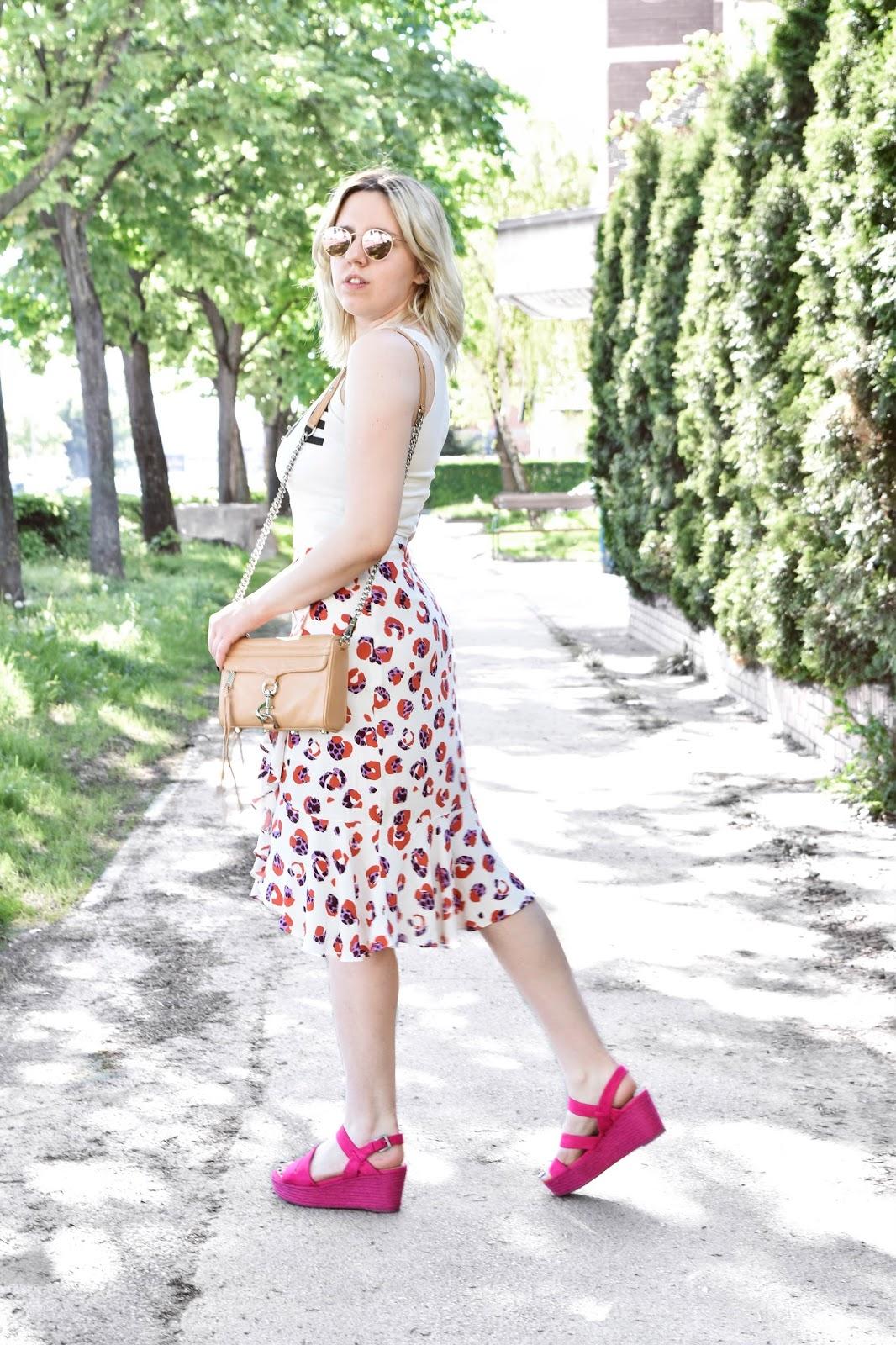 Kako nositi cvjetnu suknju