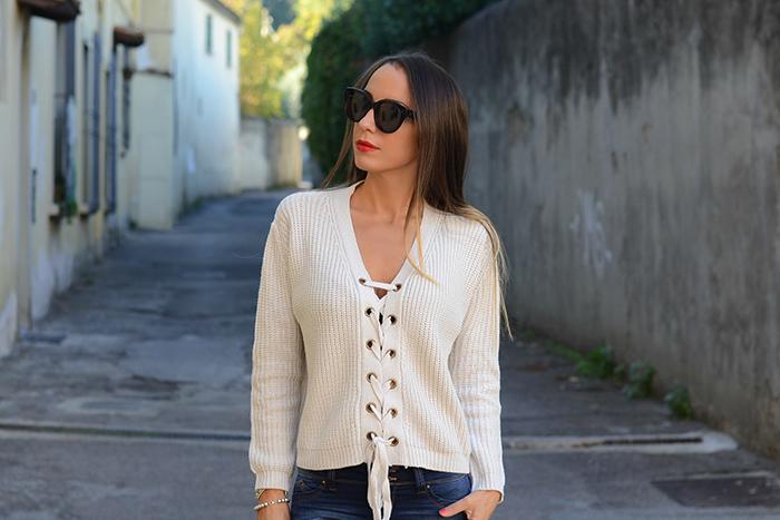 maglione con lacci