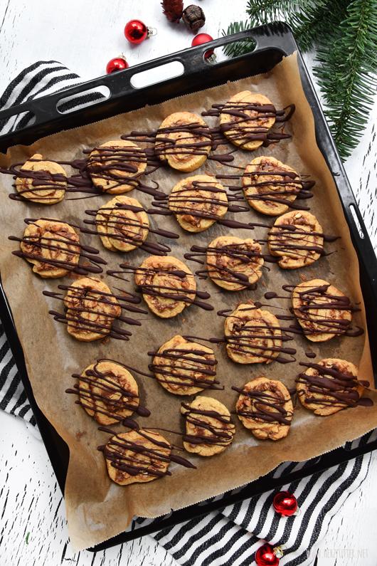 Weihnachtliche Plätzchen mit Erdnüssen und Nutella
