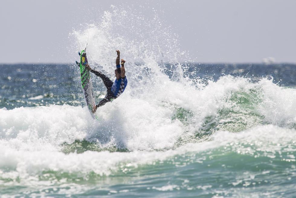 10 Adriano DeSouza Vans US Open of Surfing foto Jackson Van Kirk WSL