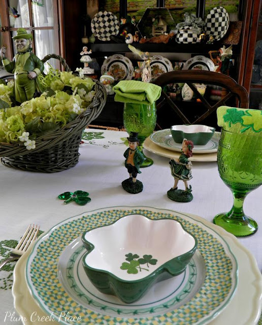 Saint Patrick's Day table setting, heart shaped plates, leprechauns, Daffodil Flatware, Lenox, RICHARD GINORI MANIFATTURA DI LAVENO Plates,