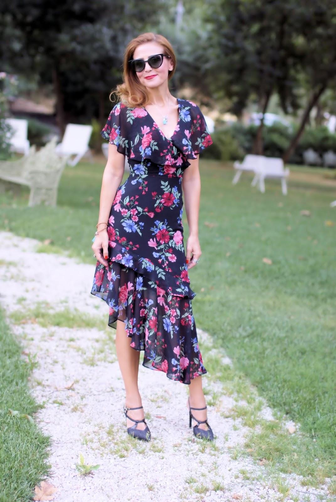 Latin style dress: sexy and feminine on Fashion and Cookies fashion blog, fashion blogger style
