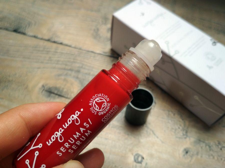 Uoga Uoga, Sserum wokół oczu z ekstraktem z żurawiny i kwasem hialuronowym