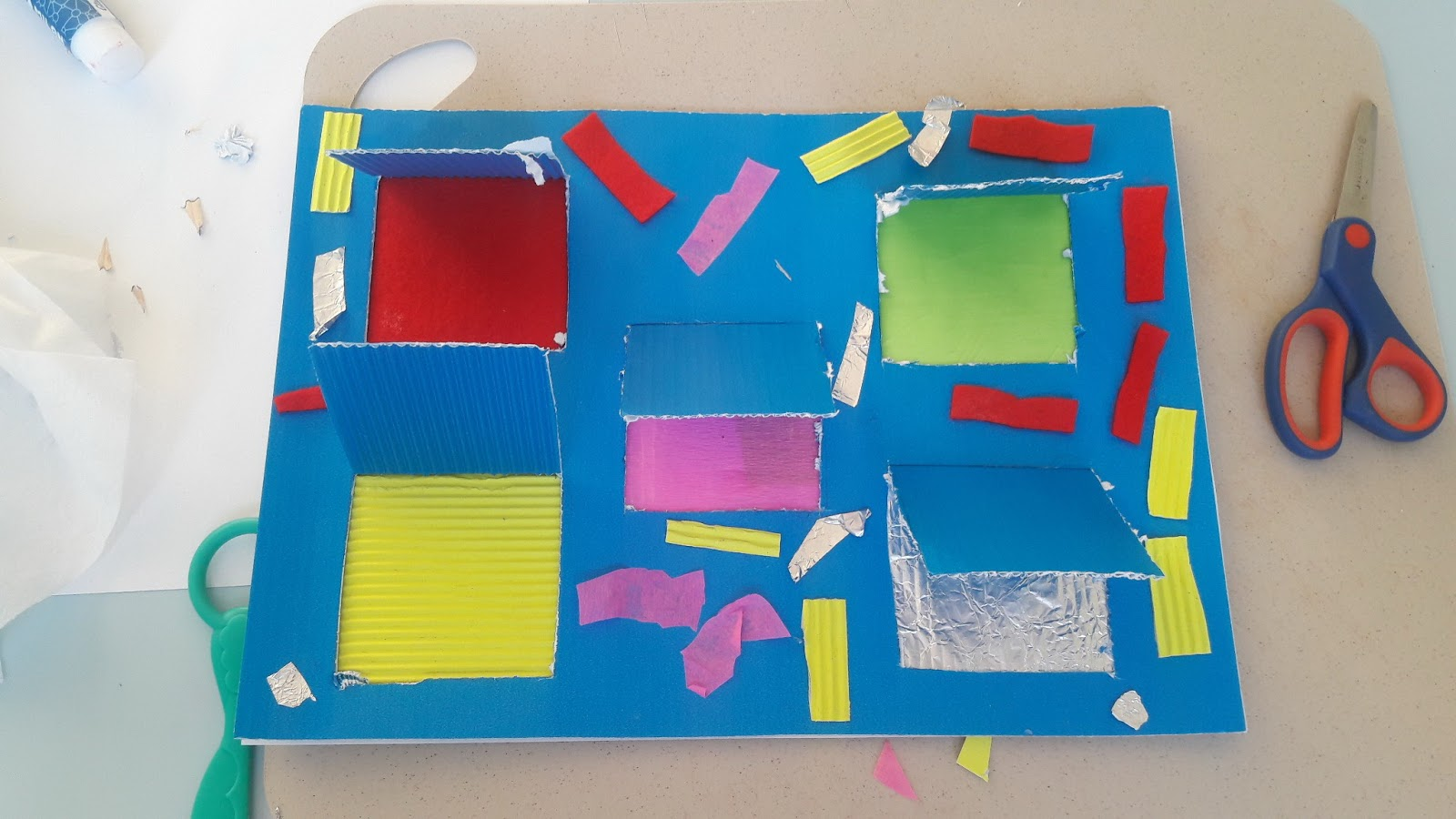 odkrywamy bogactwo faktur - okienka i paw - kreatywnie, dziecko, zabawa, nauka