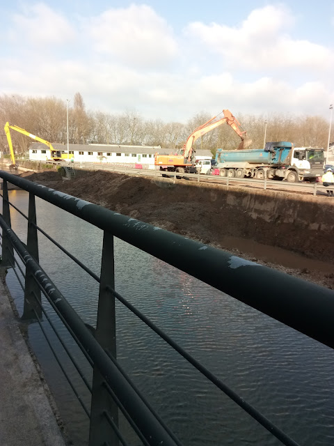 Trabajos de limpieza y dragado de la zona navegable del río Piles