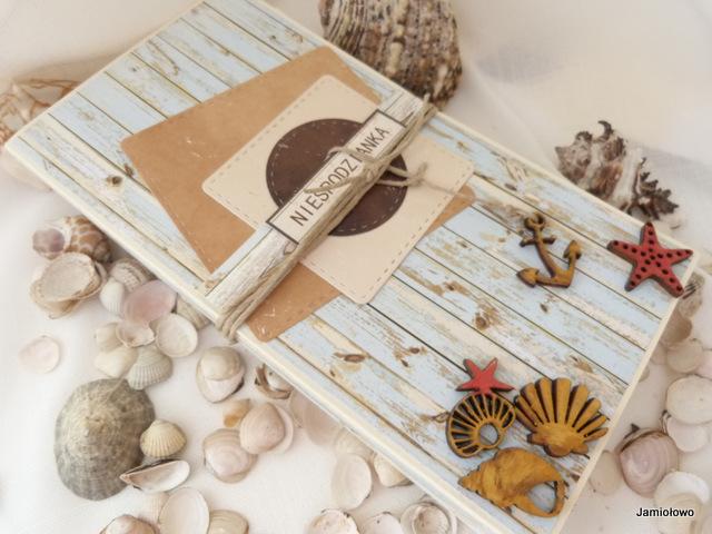 morskie scrapki z drewna