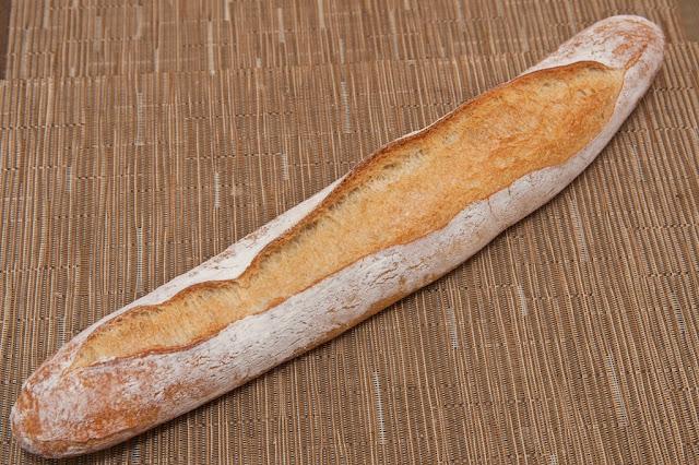 Boulangerie - Boulangerie Yves Gisbert - Marché de Saint-Nazaire - Saint-Nazaire - Pain - Baguette - Baguette à l'ancienne - Baguette tradition française - Boulangerie - Tartines - Petit-déjeuner