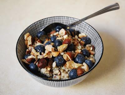 Porridge au quinoa et myrtilles