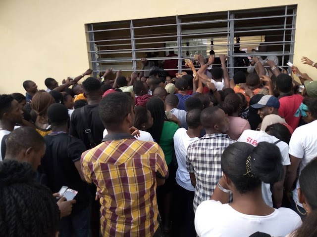 NYSC Corp Members Collecting Their INEC Training Allowance (Picture)