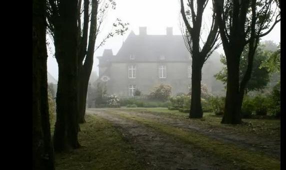 image via the video Bretagne Celtic Folk Music from Bretagne:  http://youtu.be/gUIBeH0TnBs - as seen on linenandlavender.net