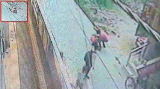 Horrific video shows woman stabbed 22 times by jilted lover in public and nobody came to her rescue (watch)