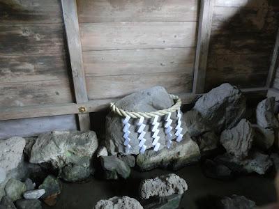 園城寺閼伽井