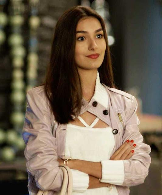 jaqueta rosa da Yasmin (Marina Moschen)