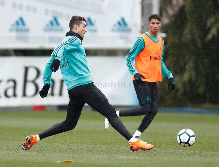 BREAKING  Cristiano Ronaldo Shows Off BRAND-NEW Leopard Print Nike  Mercurial Superfly 360 Boots in Training 53e97eae24a0b