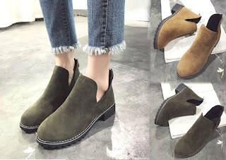 Kuliah dengan memakai model sepatu wanita bergaya booties