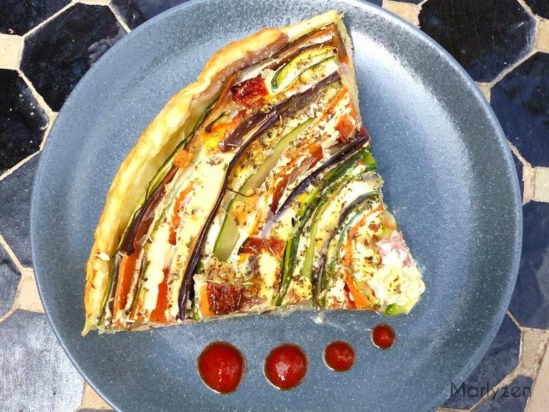 Tarte salée en serpentin de légumes et jambon.