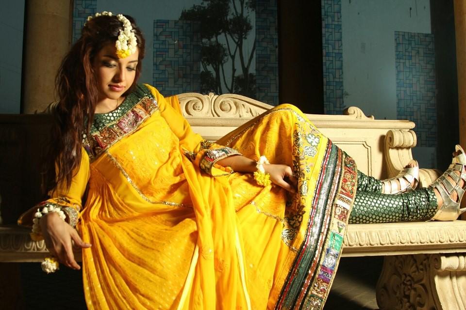 Mehndi Dress With Hijab : Mehndi dresses for girls dress designs best