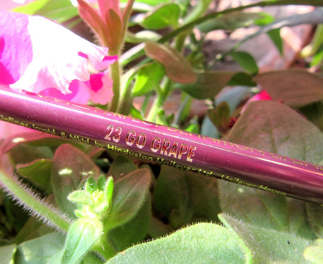 Lakme Perfect Definition Lip Liner 'Go Grape' Review, Swatch, FOTD