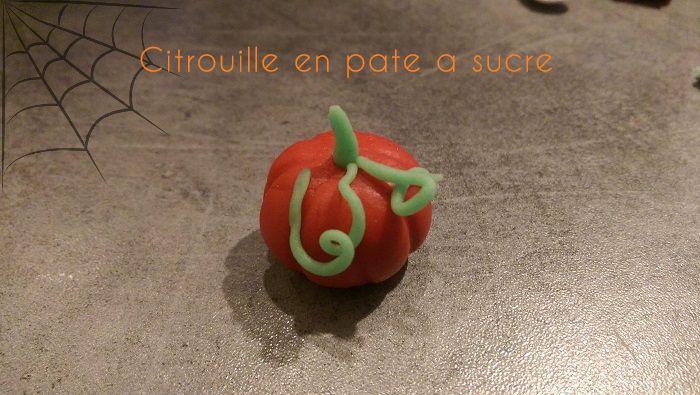http://www.watercolorcake.fr/2016/10/citrouilles-en-pate-sucre.html