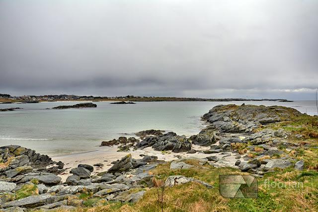 Białe plaże Åkrasanden na wyspie Karmoy w Norwegii