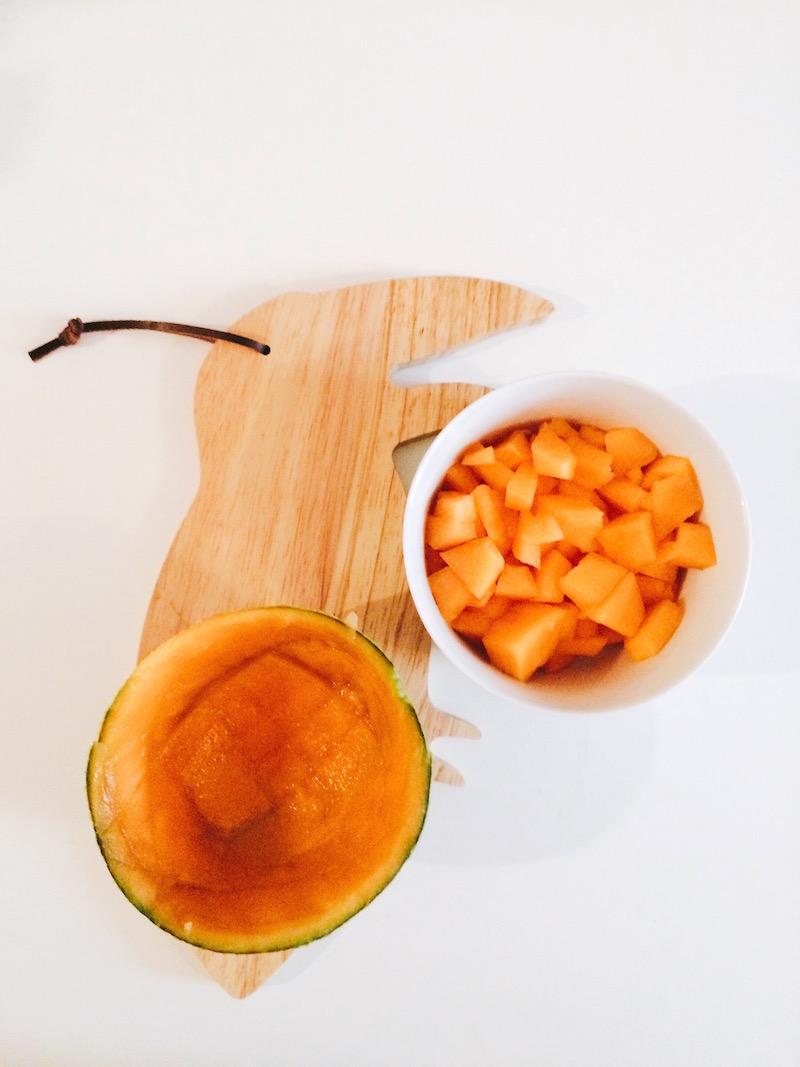 coque de melon vide et dés de melon coupé