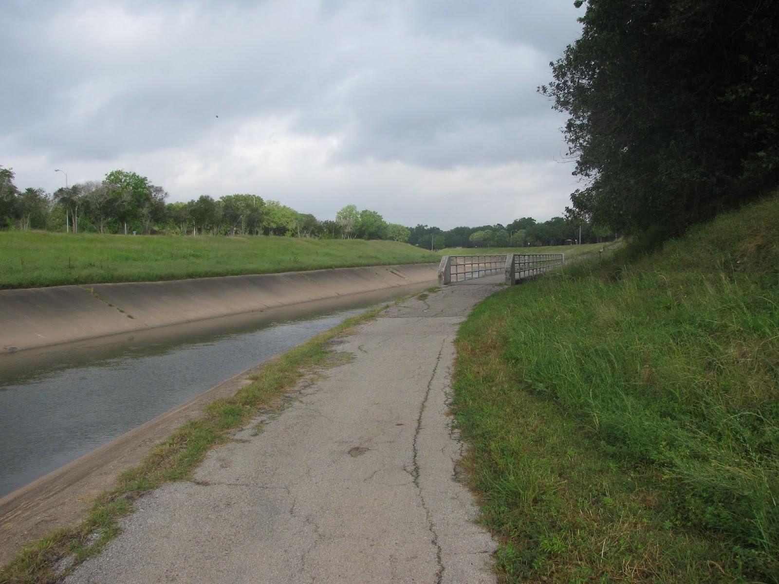 Houston Walks: Brays Bayou Hike and Bike Trail - Central West