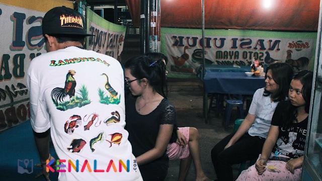 Desain Spanduk Pecel Lele Lamongan, Kini Jadi Motif Baju Yang Kekinian