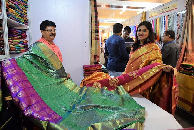 Actress Niharika Dash Inaugurates Silk India Expo at Bhubaneswar