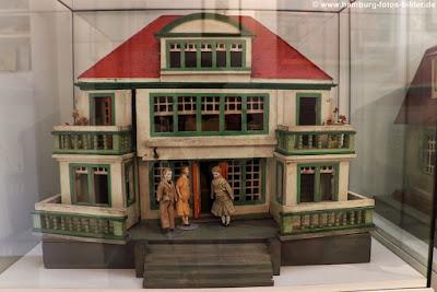 historisches puppenhaus
