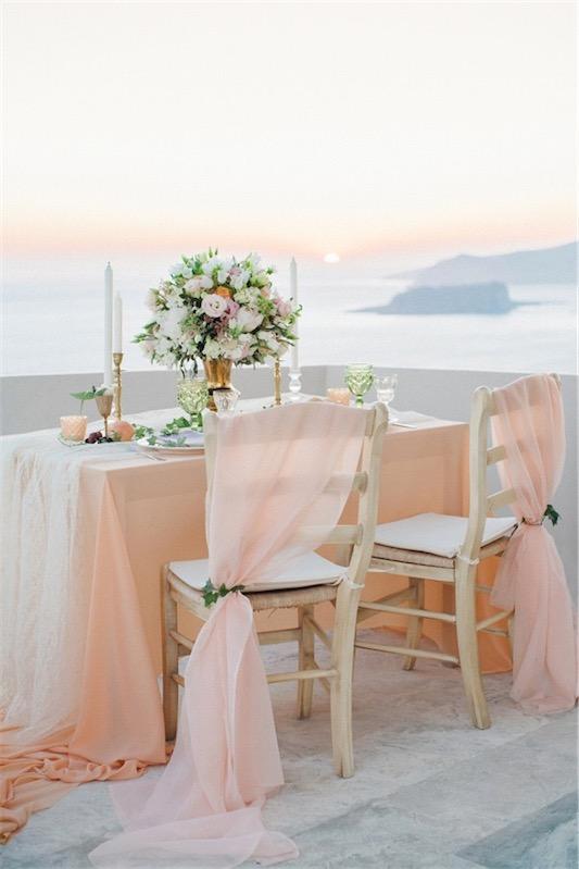 mesa decorada para boda en santorini chicanddeco