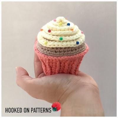 crochet cupcake pincusion