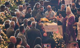 Θρήνος στην κηδεία των θυμάτων από την κατάρρευση της γέφυρας στη Γένοβα - Εικόνες&Βίντεο