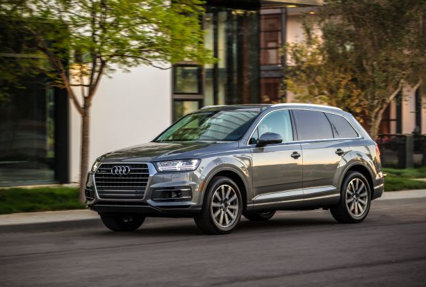 Talking About Size And Value The Q7 Possesses A Center Ground Among Premium Hybrids With Three Columns Of Seats It S Somewhat Ger Than Average
