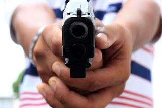 Homem mata vizinho após flagrar suposta traição da esposa