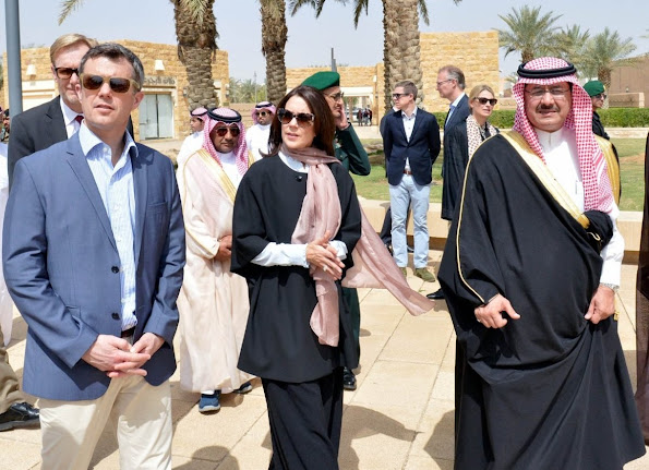 Crown Prince Frederik and Crown Princess Mary of Denmark start a 5 day business trip to Saudi Arabia and Qatar. The trip consist of a few ministers and about 44 Danish company representatives. The Crown Couple visited the Saudi royal family in Riyadh. Crown Princess and Crown Prince met with King Salman bin Abdulaziz of Saudi Arabia at Royal Palace of Riyadh