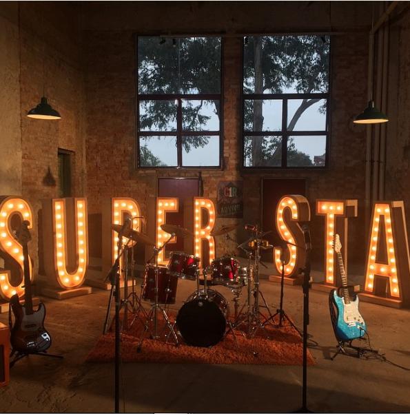 5e8a847566c2f Nesta sexta-feira (20), está marcado para estrear um clipe inédito na  novela Cúmplices de Um Resgate, trata-se do clipe da música Superstar, da  Banda C1R.