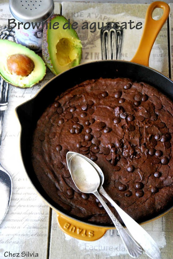 Postres con aguacate, brownie de aguacate