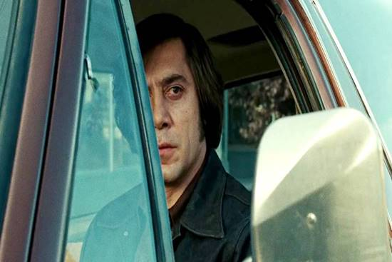Anton Chigurh, personagem de Javier Barden em Onde os Fracos Não Têm Vez